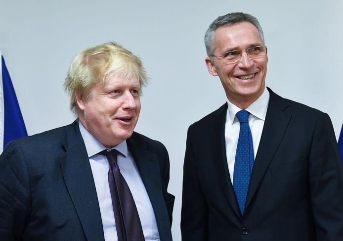 De Britse minister van Buitenlandse Zaken Boris met NAVO-topman Jens Stoltenberg