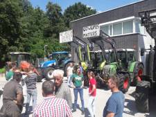 Zeeuwse melkveehouders voeren actie: aangifte tegen minister Schouten