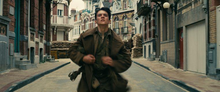 Fionn Whitehead in Dunkirk van Christopher Nolan Beeld