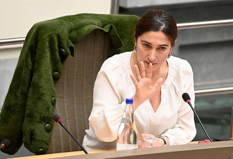 Vlaams energieminister Zuhal Demir bekijkt wat mogelijk is: 'Het slechtste antwoord op gebroken beloftes is het maken van nieuwe onhaalbare beloftes.' Beeld Photo News