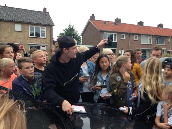 Chaos in Hasselt door de komst van bekende vlogger Enzo Knol.