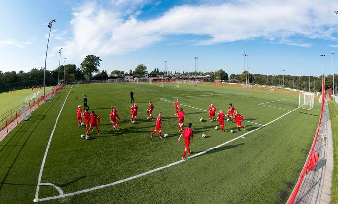 Dat de voetbalacademie in Hengelo blijft was geen uitgemaakte zaak.