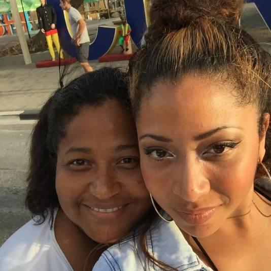 Esmeralda Kilie met haar dochter.