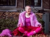 Roze, roze en roze. Zo gaat Renske de straat op