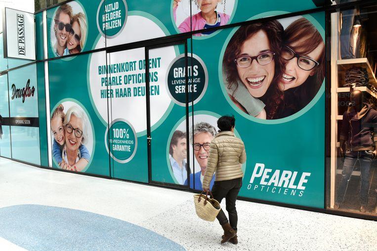 Een vestiging van brillenwinkel Pearle in Den Haag.   Beeld Peter Hilz