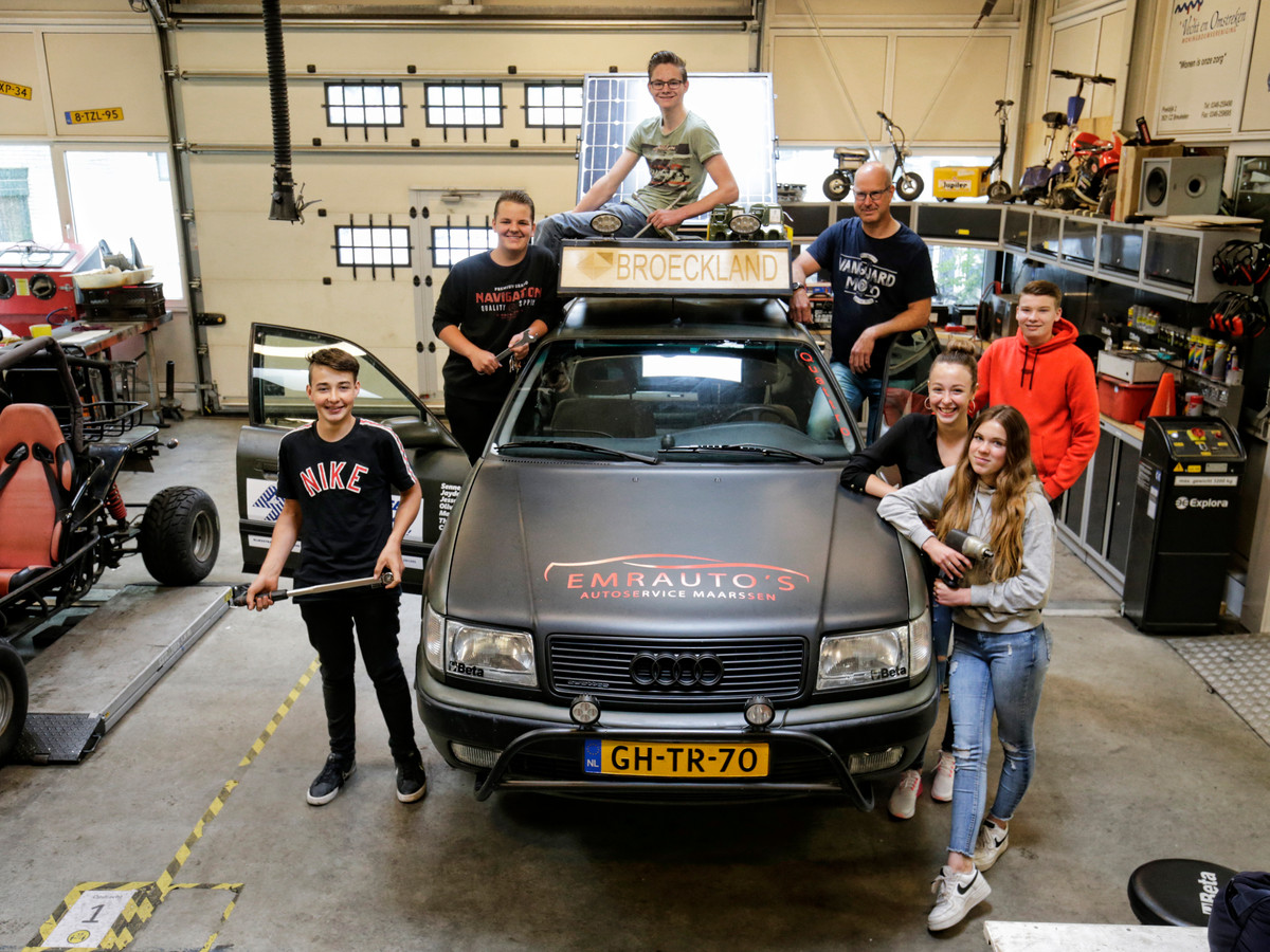 Leerlingen van het Broeckland College in Breukelen hebben een Audi 100 Quattro uit 1992 klaargemaakt voor de CarbageRun.