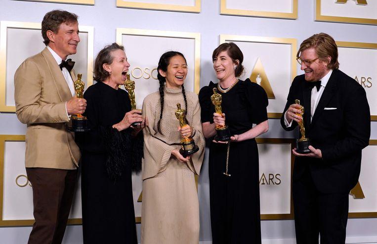 Peter Spears, Frances McDormand, Chloé  Zhao, Mollye Asher en Dan Janvey,. Beeld AFP