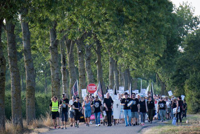 In Erichem werd in 2018, na een verwoestende brand, geprotesteerd tegen mega-varkenshouderij De Knorhof.
