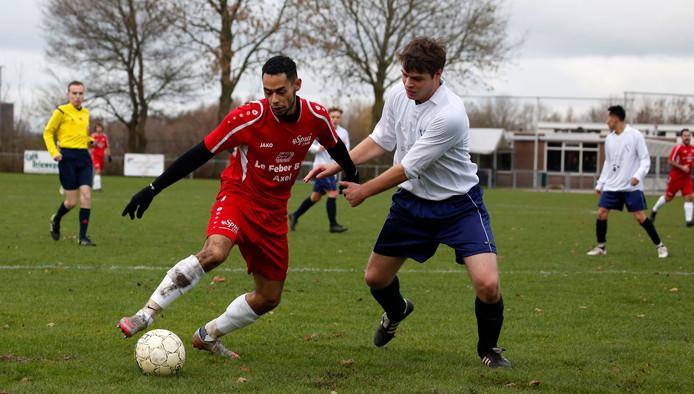 Een beeld van die andere Zeeuws-Vlaamse derby: Spui (rood)-Cadzand.