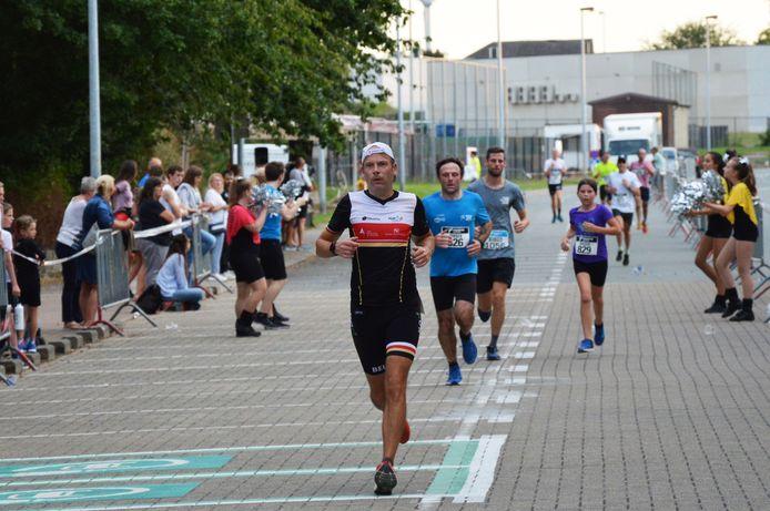 De stratenloop Denderleeuw twee jaar geleden met start en finish in het sportpark aan het Walleken.