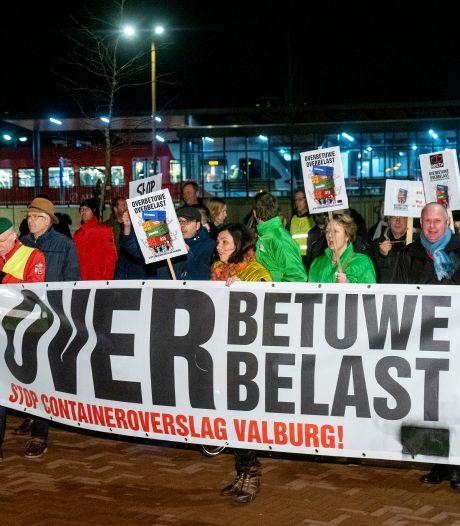 Protest tegen besloten bespreking Railterminal
