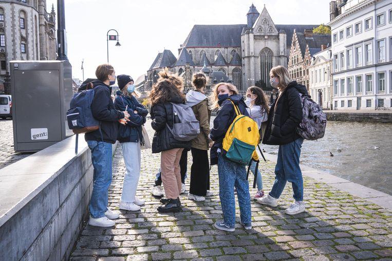 Jongeren in centrum Gent. Beeld Wannes Nimmegeers