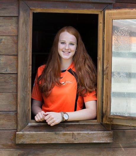 Handbalster Dione Housheer in Oranje