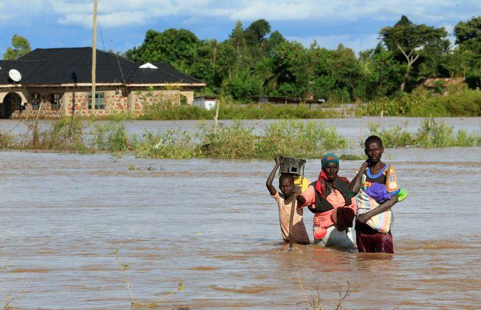 Kenianen vluchten voor het wassende water