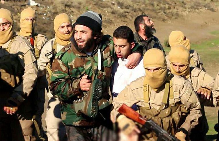 Videostill van de door IS gevangen piloot. Beeld AFP