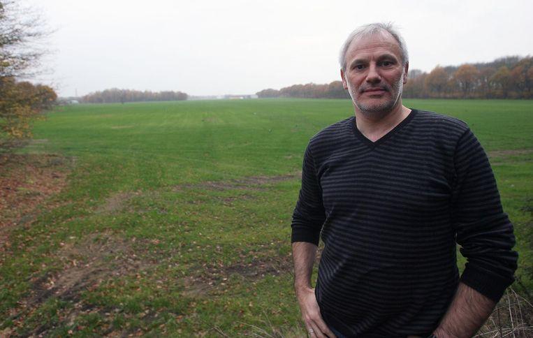Organisator Peter Van Geel, hier aan de nog lege weide van Graspop Metal Meeting.