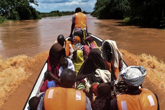 Inwoners van Onkolde worden geëvacueerd door het Keniaanse Rode Kruis.