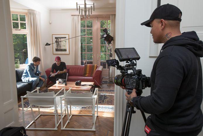 Co-regisseur Daniel Scotch bedient de camera.