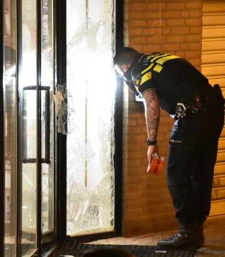 Klopjacht op inbrekers bij telefoonwinkel in Boskoop