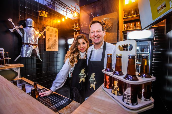 Stéphane Kolijn en zijn echtgenote bemannen de stad van Brugse Beer.