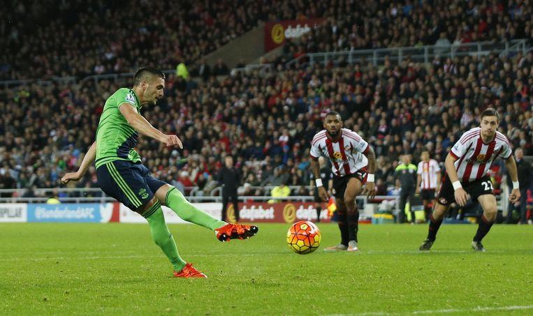 Dusan Tadic scoort voor Southampton. Beeld photo_news