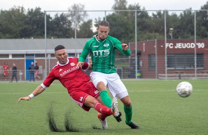 FC Jeugd (in het rood) op archiefbeeld