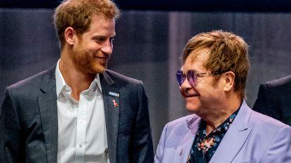 "Elton John verdedigt prins Harry en Meghan Markle: ""Ik heb hun privéjet betaald"""