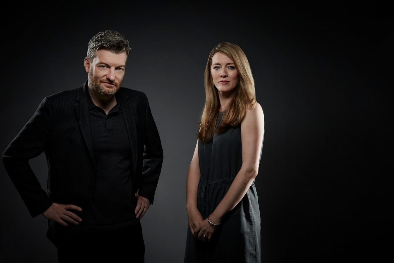 Black Mirror-makers Charlie Brooker (links) en Annabel Jones. Beeld Jerome Hunt/Netflix