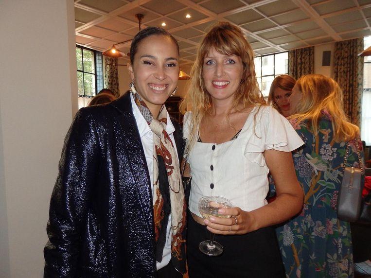 Modestylist Xaviera Aubri en print-designer Milou Neelen, die de kussens ontwierp Beeld Hans van der Beek