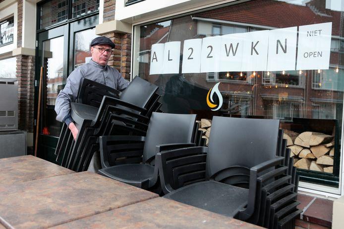 Ted Bakker van Puur Ted in Leerdam bij zijn zaak.