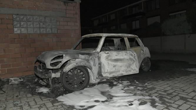 """Geparkeerde wagen uitgebrand: """"Mogelijk kwaad opzet"""""""