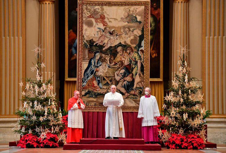 De Paus spreekt zijn Urbi et orbi-zegen uit. Beeld AFP