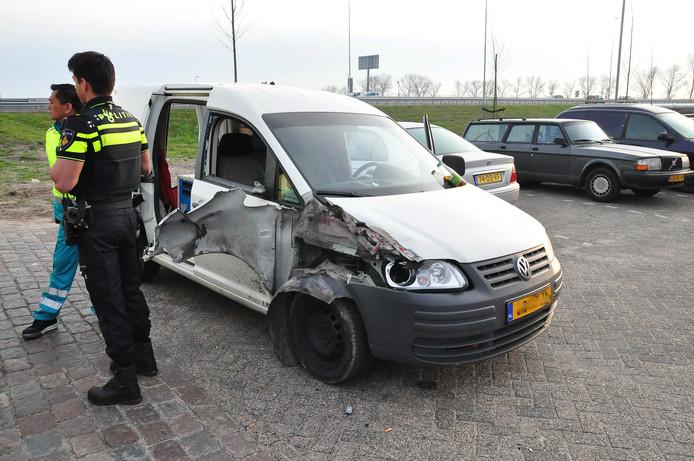 Schade aan bestelbus na ongeluk op A59 bij Waalwijk