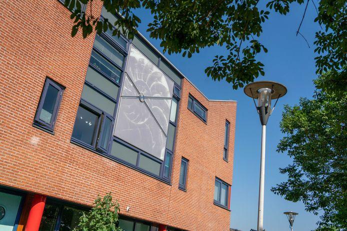Het Glazen Paneel in Lent, door Montse Hernandez i Sala gemaakt in opdracht van Heijmans BV.