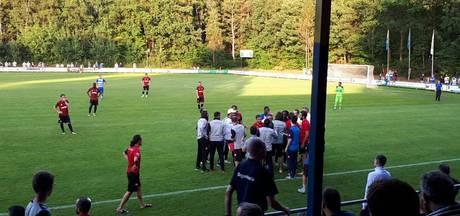 Oefenwedstrijd PEC Zwolle gestaakt na rode kaart en opstootje
