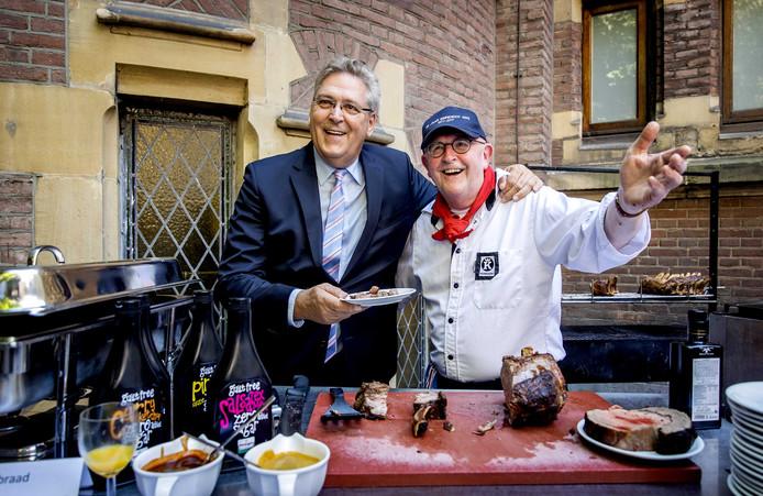 Henk Krol (50PLUS) vorig jaar op de jaarlijkse Binnenhof Barbecue op de laatste vergaderdag voor het zomerreces van de Tweede Kamer.