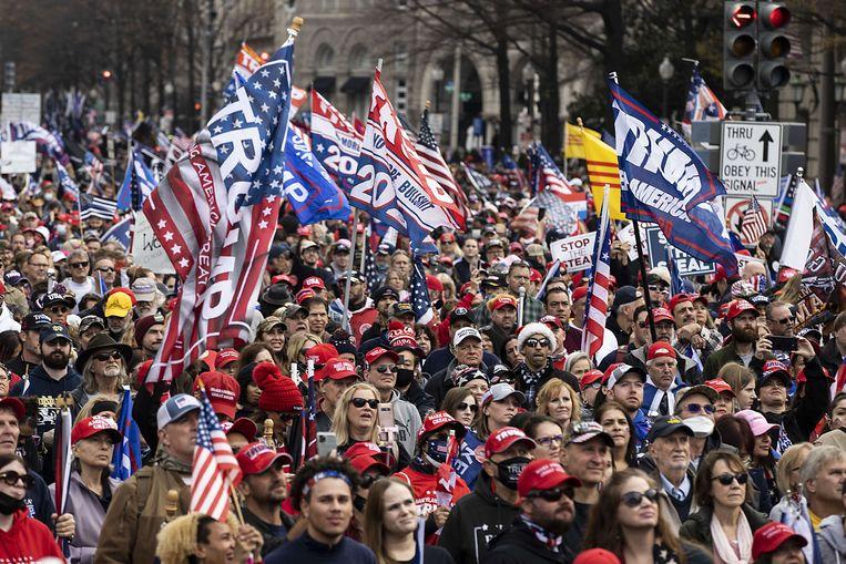 Maar weinig aanwezigen droegen een mondmasker. Beeld AFP