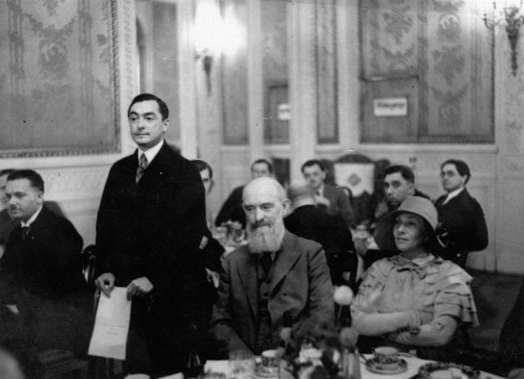 Coudenhove-Kalergi (staand) tijdens een pan-Europees congres in Berlijn, 1930. Beeld