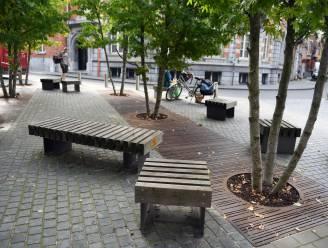 Mannen van '57 onthullen gedenkplaat op Justus Lipsiusplein