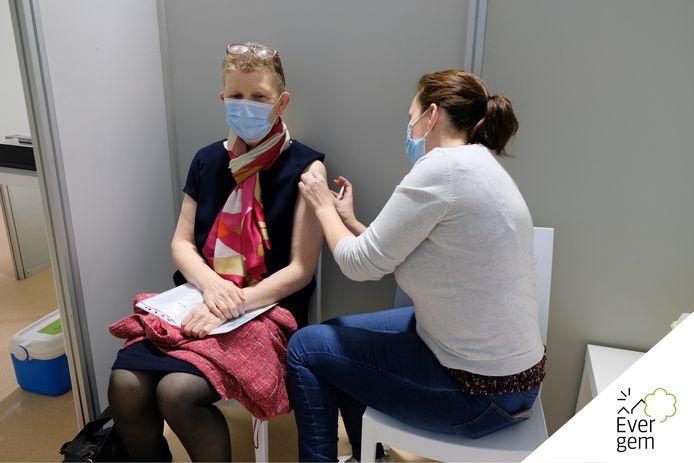 Isabelle Cocquyt kreeg eind februari in Ertvelde de eerste prik.