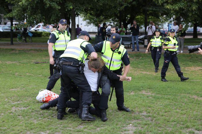 Arrestatie op het Malieveld tijdens verboden protest