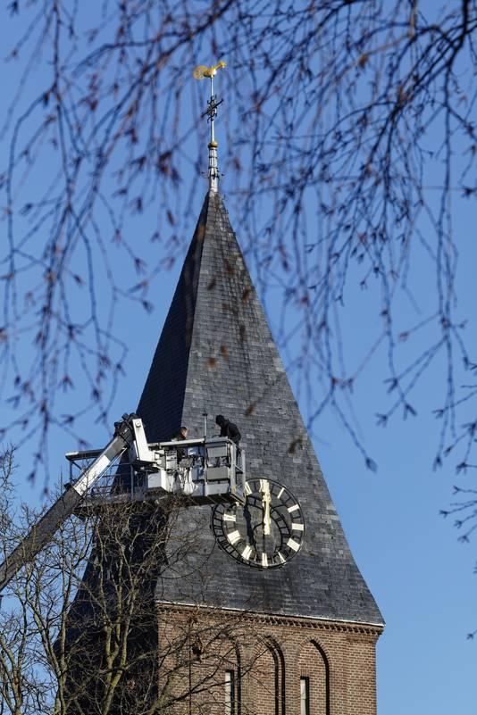 De toren van de Lambertuskerk in Gemonde geeft de tijd weer aan.