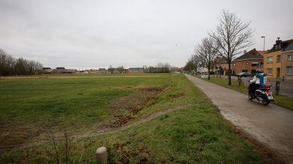 Bouw nieuwe verkaveling langs Zilverlaan loopt vertraging op: loopgraven onder de grond