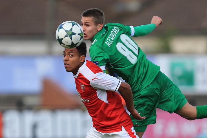 Donyell Malen nog in het shirt van voormalige werkgever Arsenal.