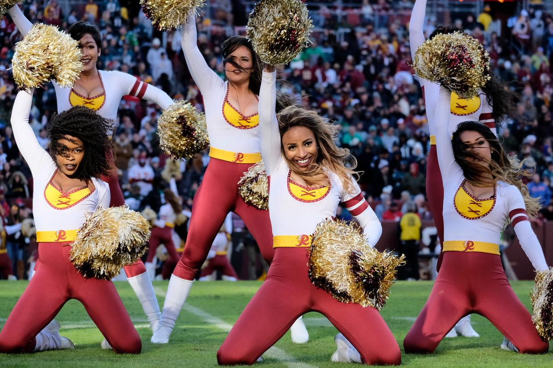 Cheerleaders van Washington Football Team in 2019. Cheerleaders zijn vanaf het komende seizoen niet meer te zien bij dit team. Beeld AP