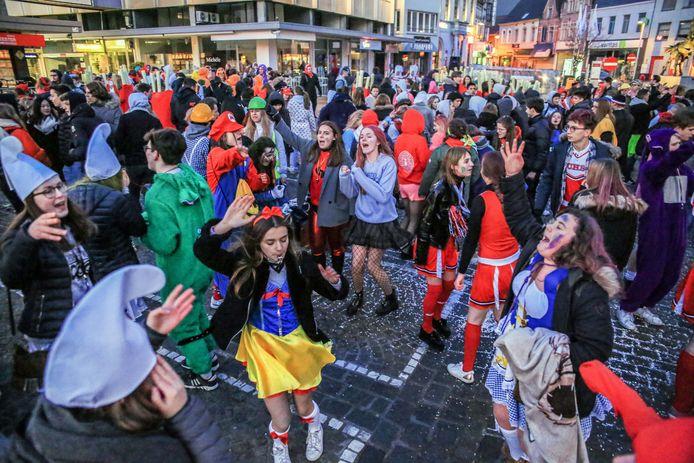 Een sfeerbeeld van de 100 dagenviering in Waregem, in 2018. Het wordt ook dit jaar een andere manier van vieren.