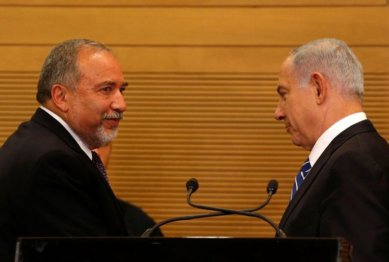 Benjamin Netanyahu (rechts) en Avigdor Lieberman. Beeld null