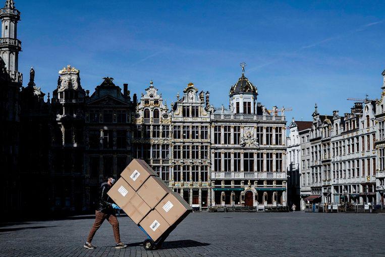 Een bijna verlaten plein in het centrum van Brussel.  Beeld AFP
