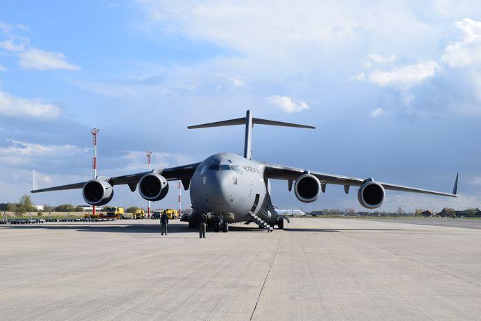 Het Indiase leger vloog speciaal een Boeing C-17 Globemaster over naar de luchthaven van Oostende om de zuurstofcontainers te kunnen vervoeren.
