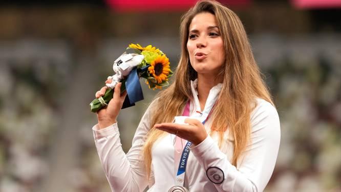 Een echte olympische heldin: Poolse speerwerpster veilt zilveren medaille om hartoperatie van jongetje te bekostigen